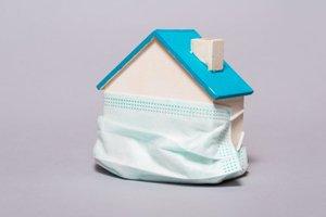 Haus mit Maske Blogbeitrag Baufinanzierung trotz Corona